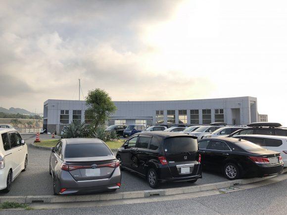翼港の駐車場
