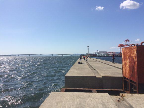 ポーアイ沖堤防の真ん中
