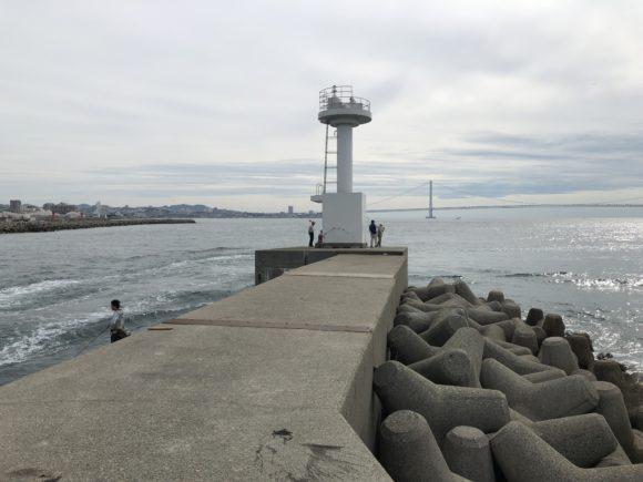 明石新波止の白灯台