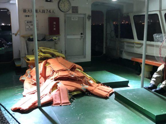 久保渡船のライフジャケット