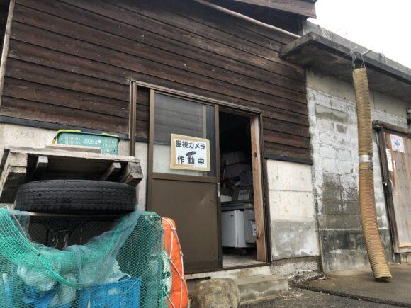 美代志丸渡船の小屋